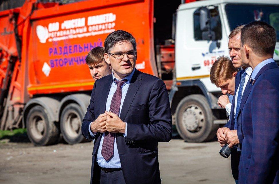 Генеральный директор ОАО«Чистая планета» показал членам Комитета Совета Федерации мусоросортировочный комплекс в Большом Полпино