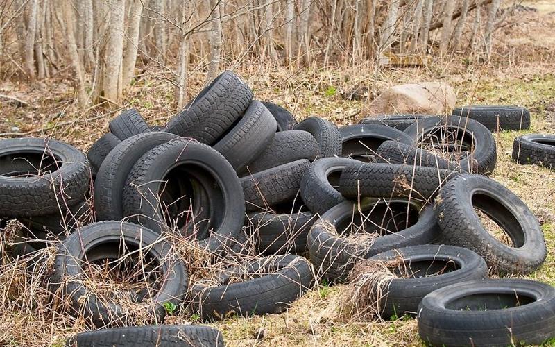 Не бросайте где попало шины от своей машины