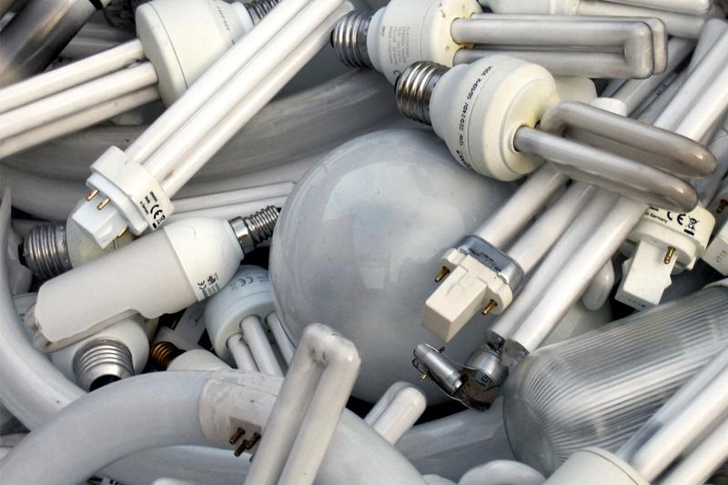 Куда сдавать энергосберегающие лампы, содержащие ртуть, и градусники?