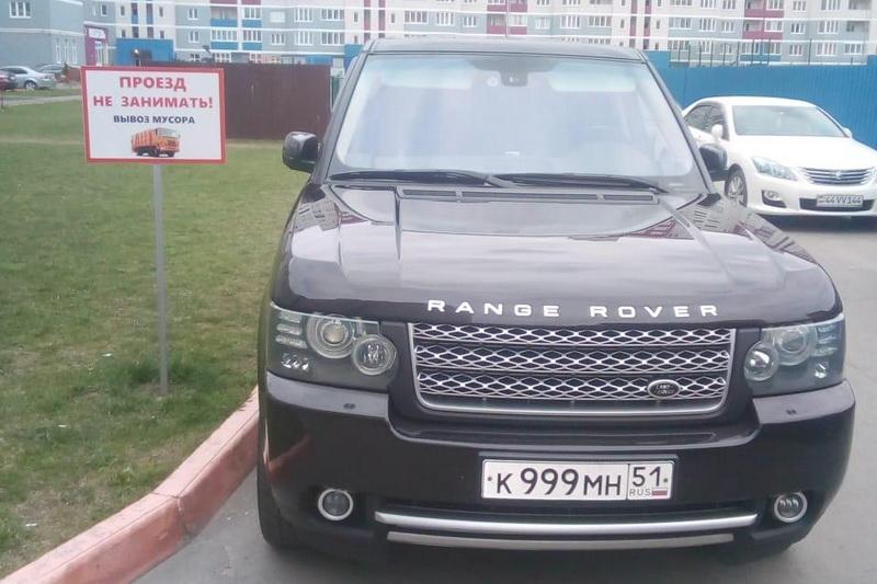 Автохамы демонстративно паркуют машины у запрещающих табличек