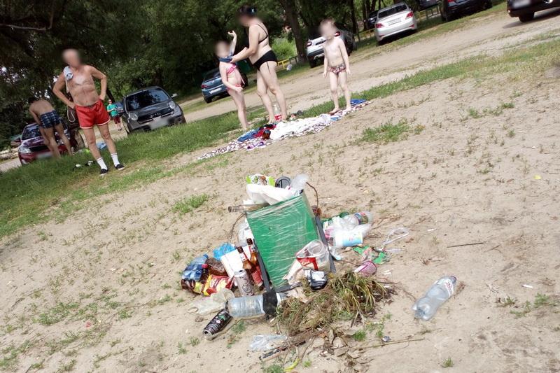 Пляжи стали, что не ляжешь!