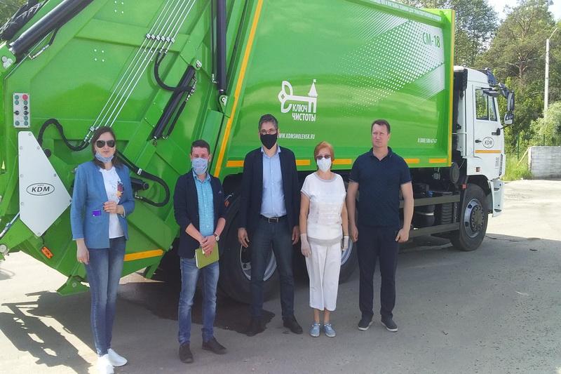 В Брянске прошел тест-драйв мусоровоз из Смоленска